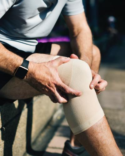 knee-injury-massage